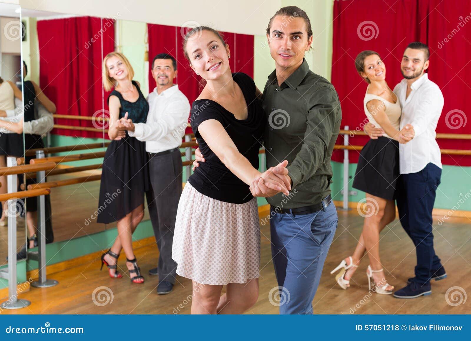 Mensen die dansende klasse hebben