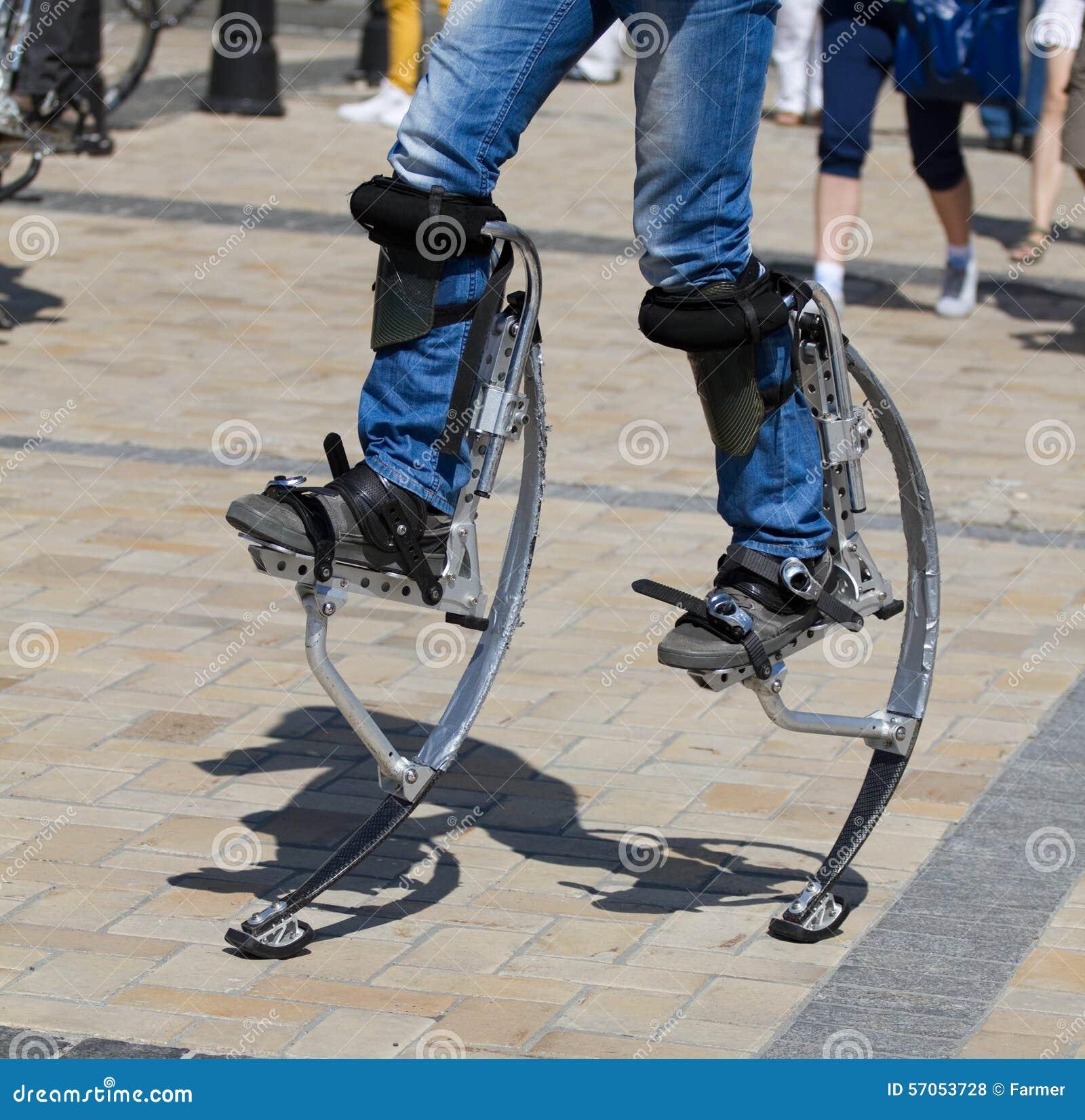 Mensenbenen voor het springen van stelten