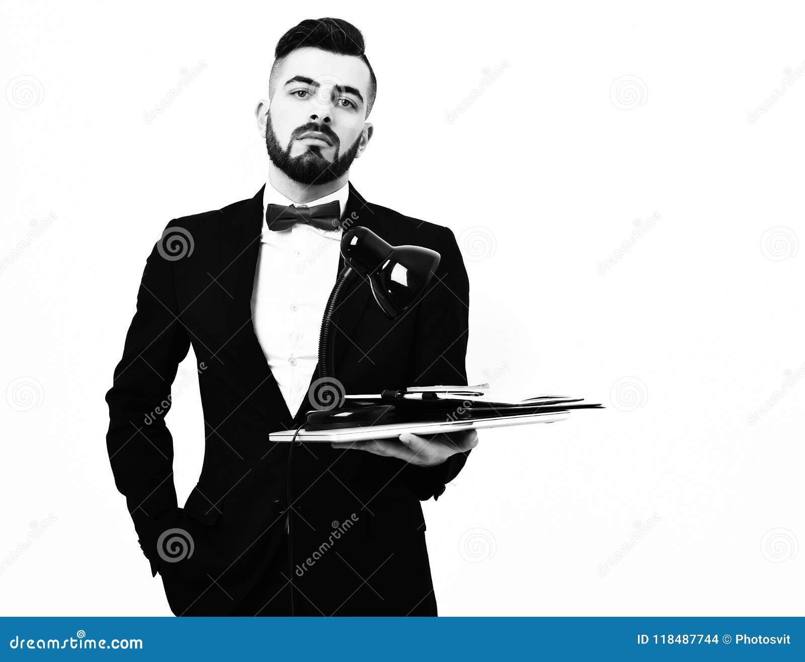 Mensengezicht Modieuze collectieve zakenman met zekere en arrogante gezichtsuitdrukking