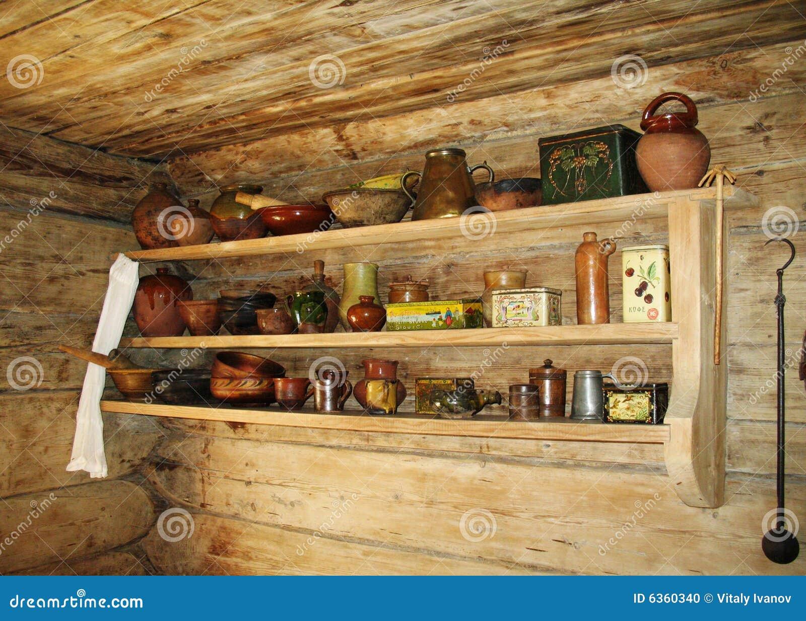 Mensola Per Gli Utensili Della Cucina In Cucina Russa Antica. #A99C22 1300 1019 Foto Di Case Con Cucina A Vista