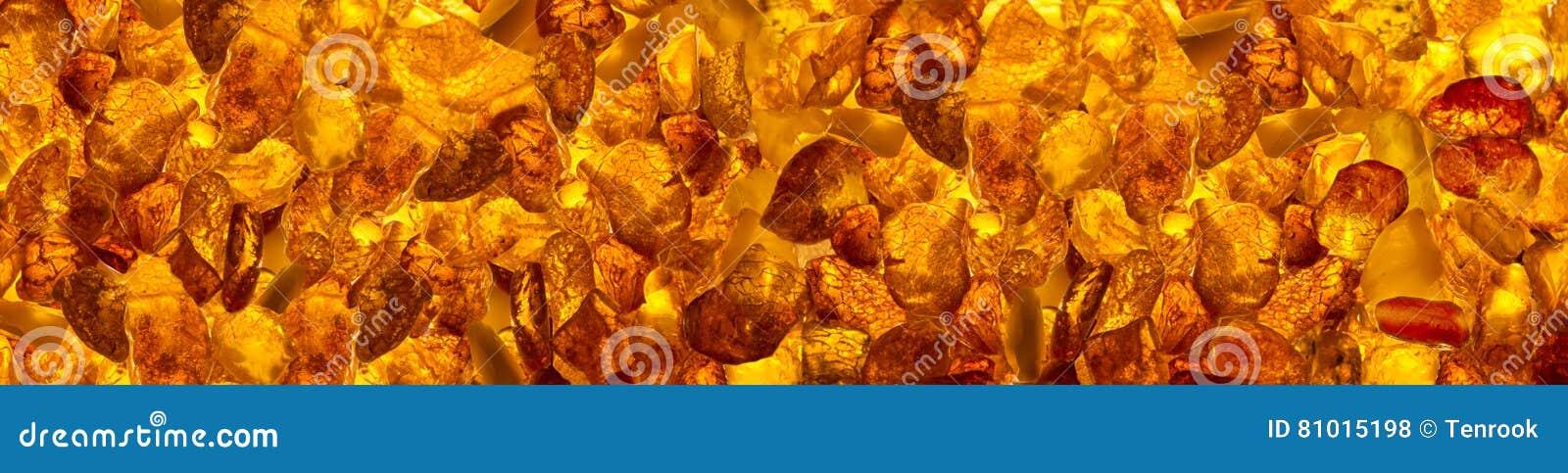 Mensonge rectangulaire de Ñ de  de pierres ambres baltiques panoramiques de loseup sur une surface plane
