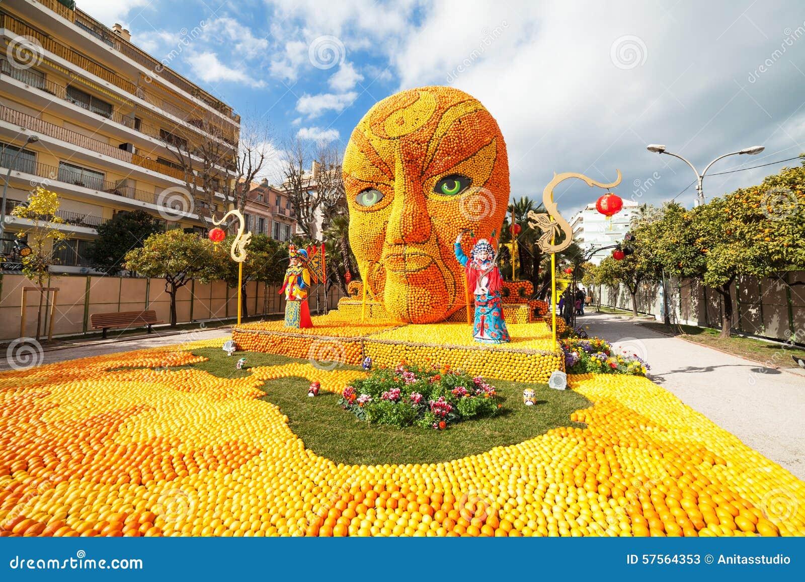 MENTON, FRANCIA - 20 DE FEBRERO: Arte hecho de limones y de naranjas en el festival famoso del limón (Fete du Citron) La fruta fa