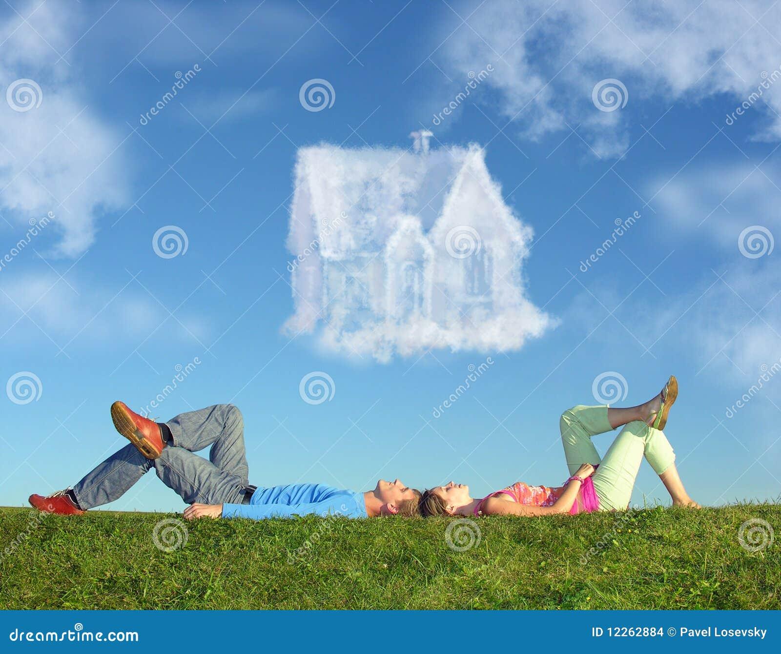 Menzogne della casa dell 39 erba di sogno delle coppie del for Foto di decorazione della casa del cottage