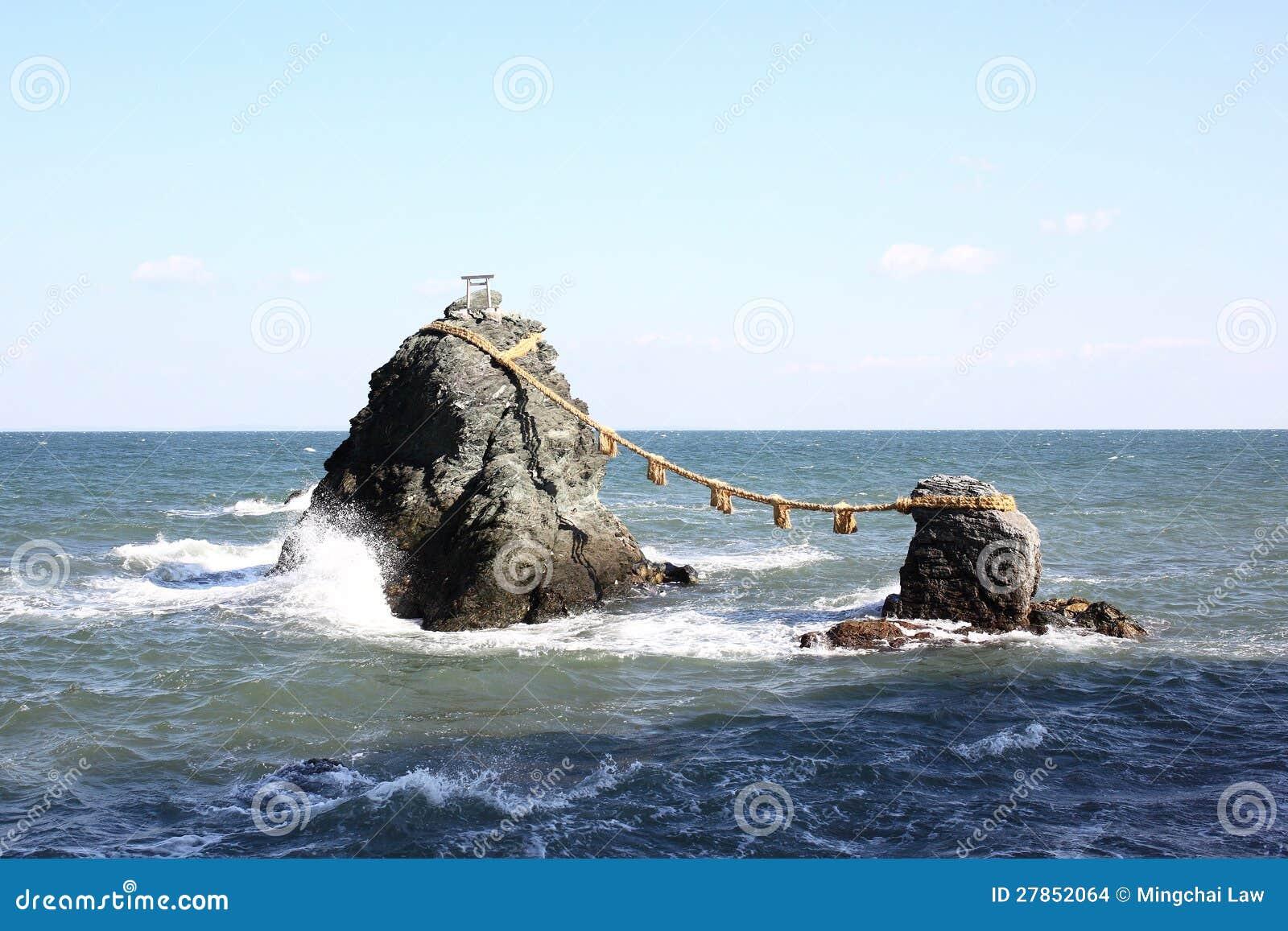 Meoto Iwa (Poślubiać skały)