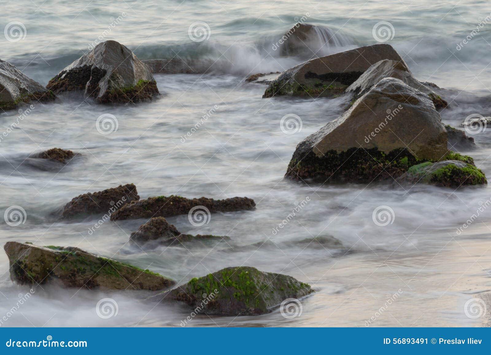 Mer avec des roches