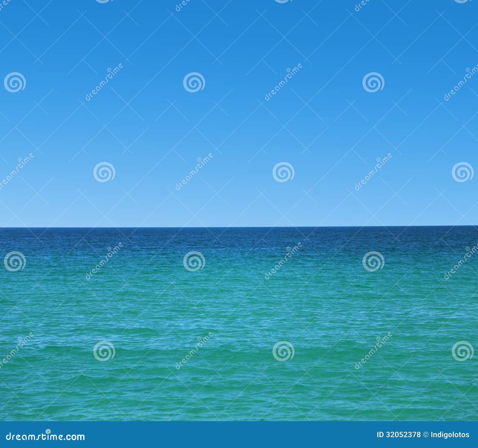 Mer calme et ciel clair bleu photos libres de droits image 32052378 - Image ciel bleu clair ...