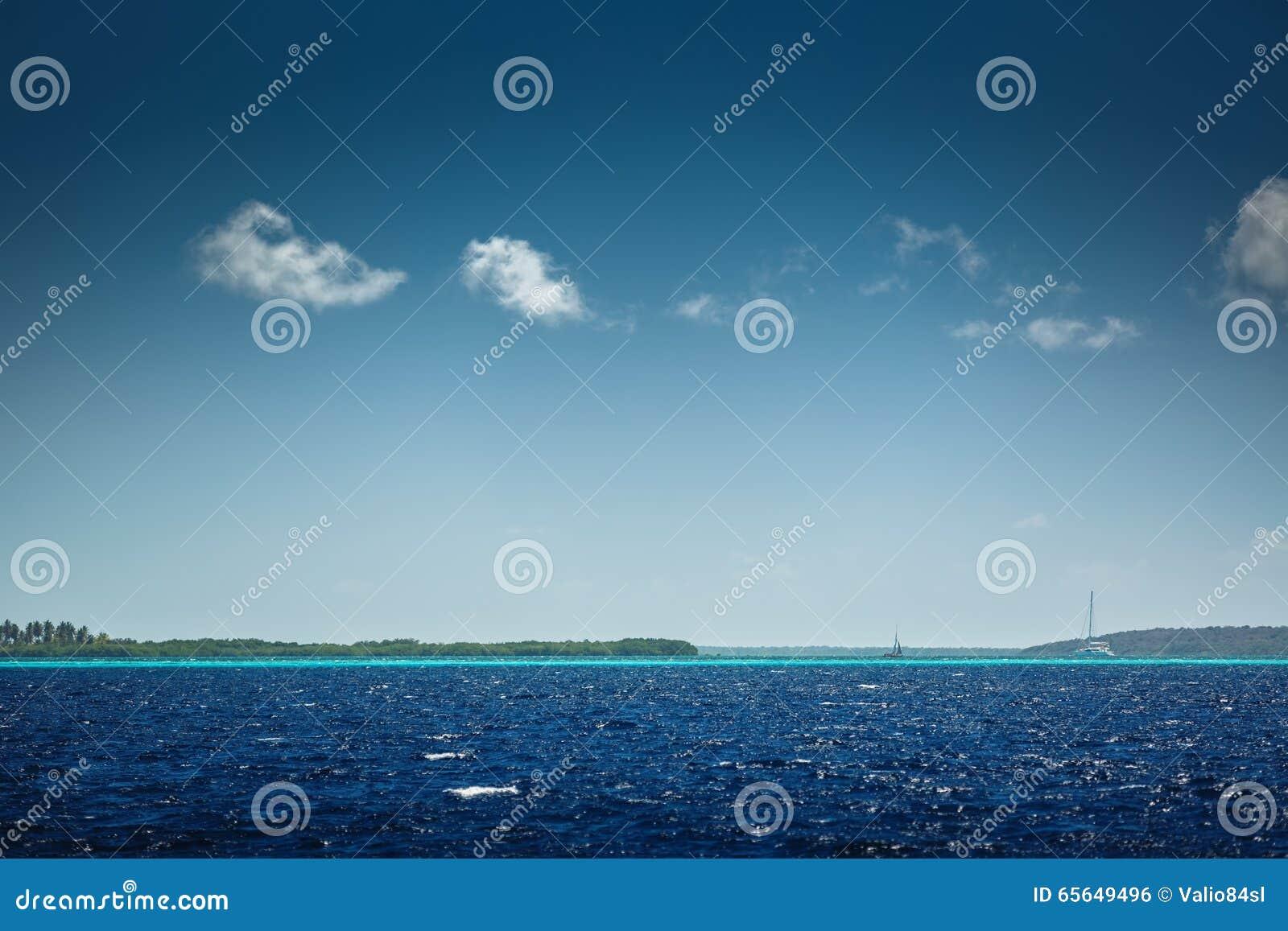 Mer des Caraïbes et belle nature tropicale Vue vers Saona i