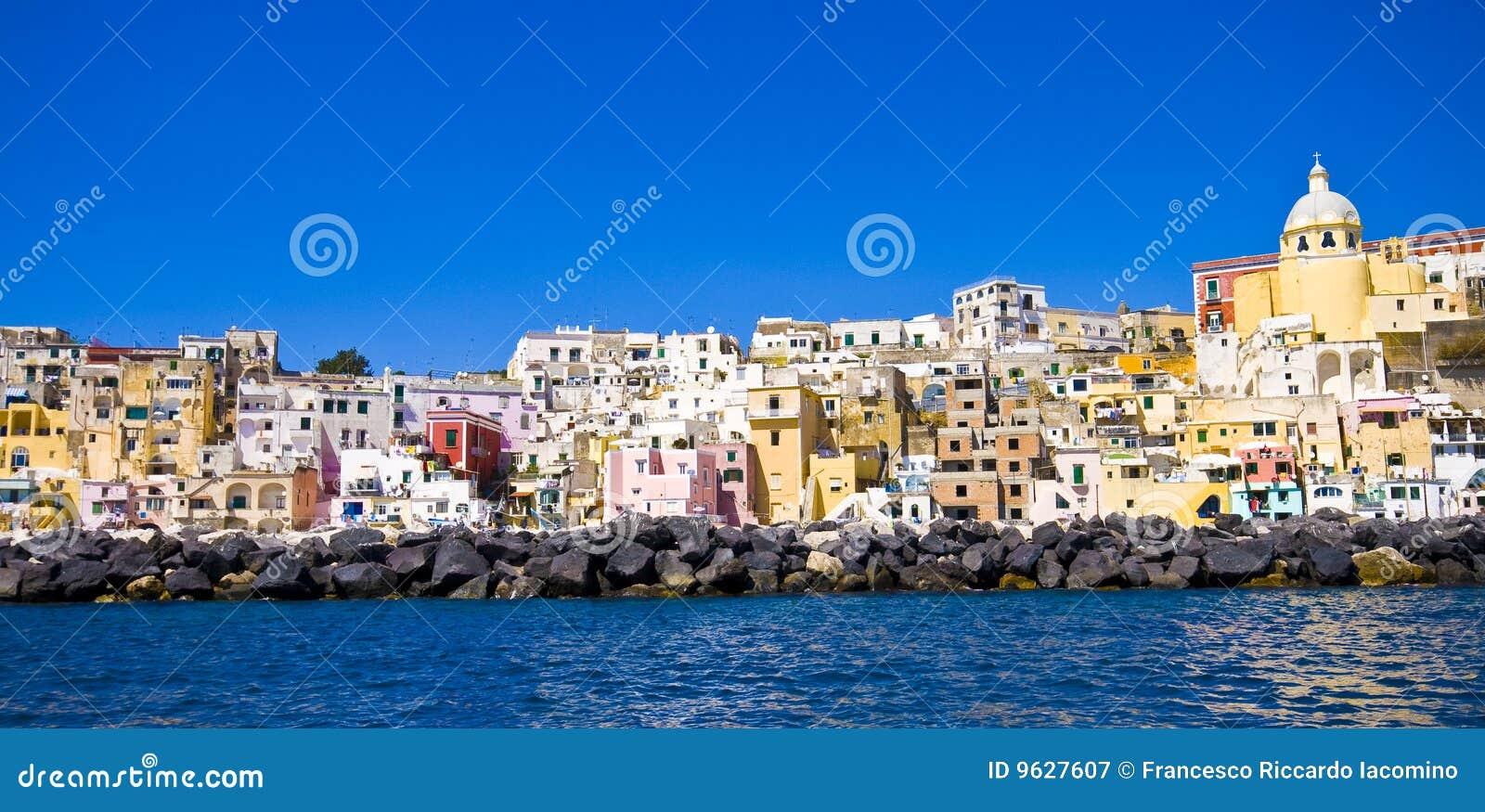Mer italienne de procida de Naples de côte