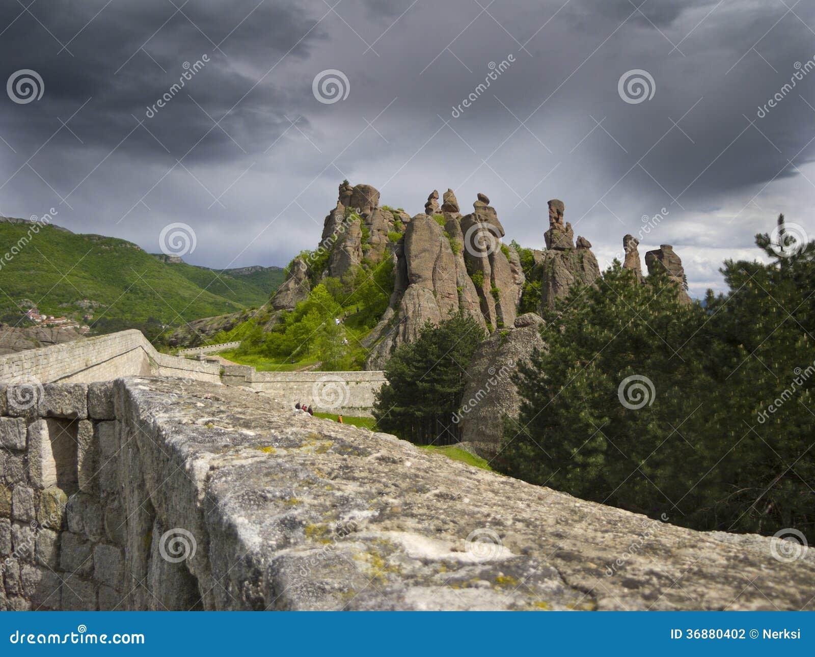 Download Meraviglia-fenomeno Bulgaro Delle Rocce Di Belogradchik Fotografia Stock - Immagine di erba, naturalizzato: 36880402
