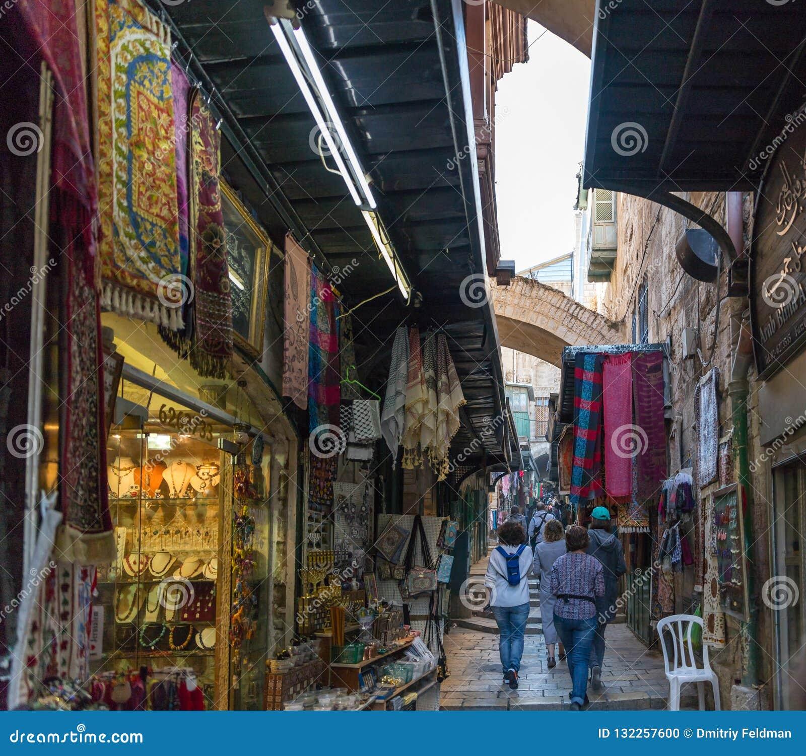 Mercado árabe en la calle de HaGai del taco del EL en la ciudad vieja de Jerusalén, Israel