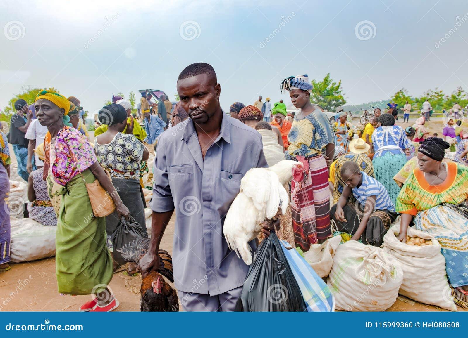 Mercado africano, verdura típica y mercado de carne Uganda, África