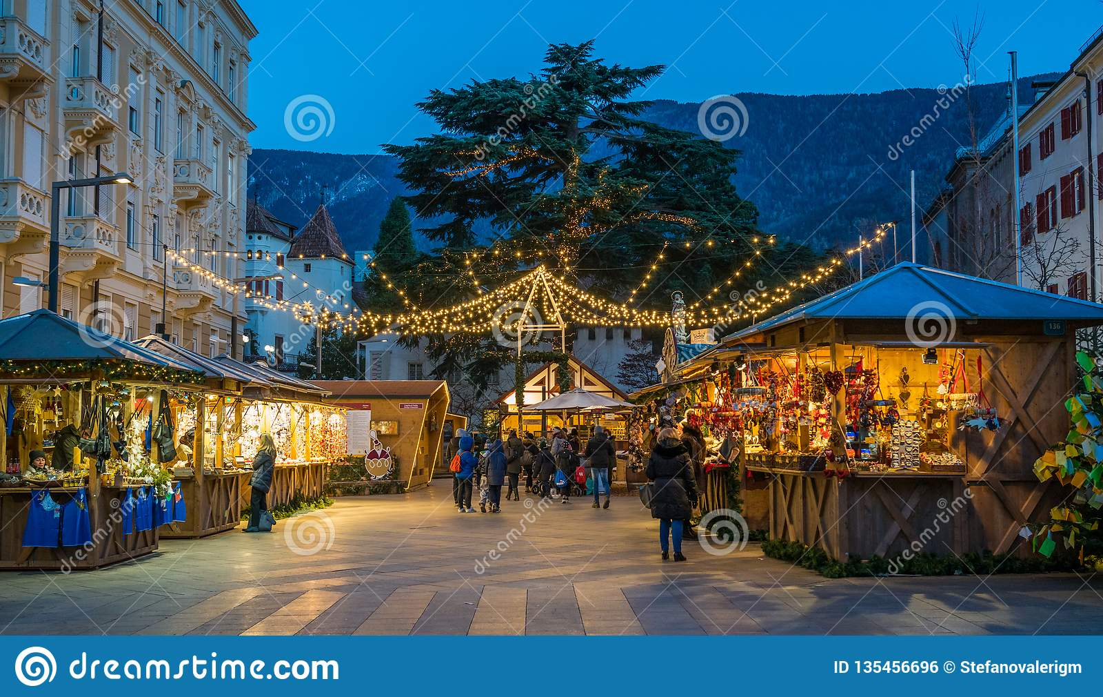 Mercado da noite, Trentino Alto Adige do Natal de Merano, Itália do norte