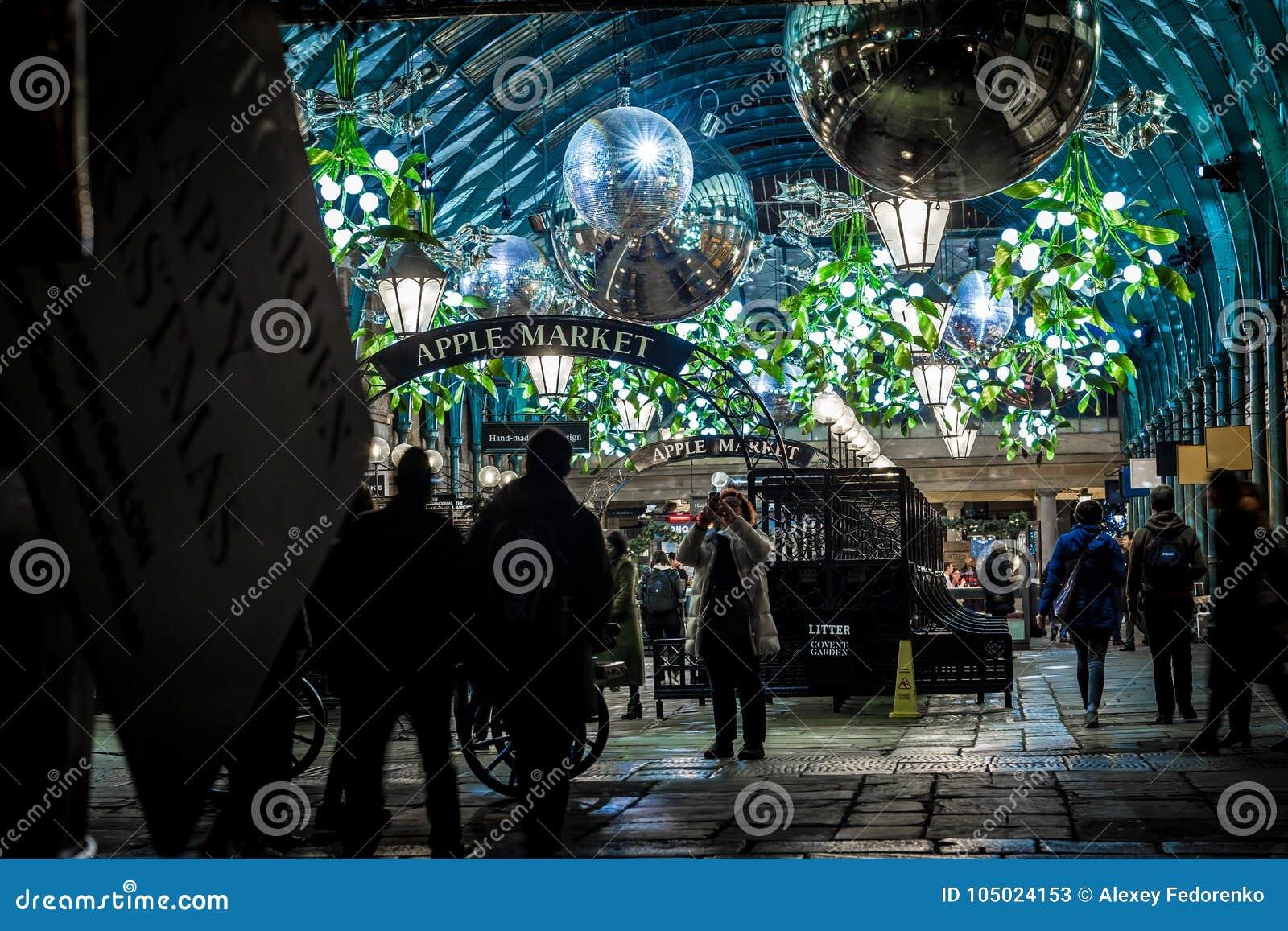 Mercado de Apple del jardín de Covent en la Navidad, Londres