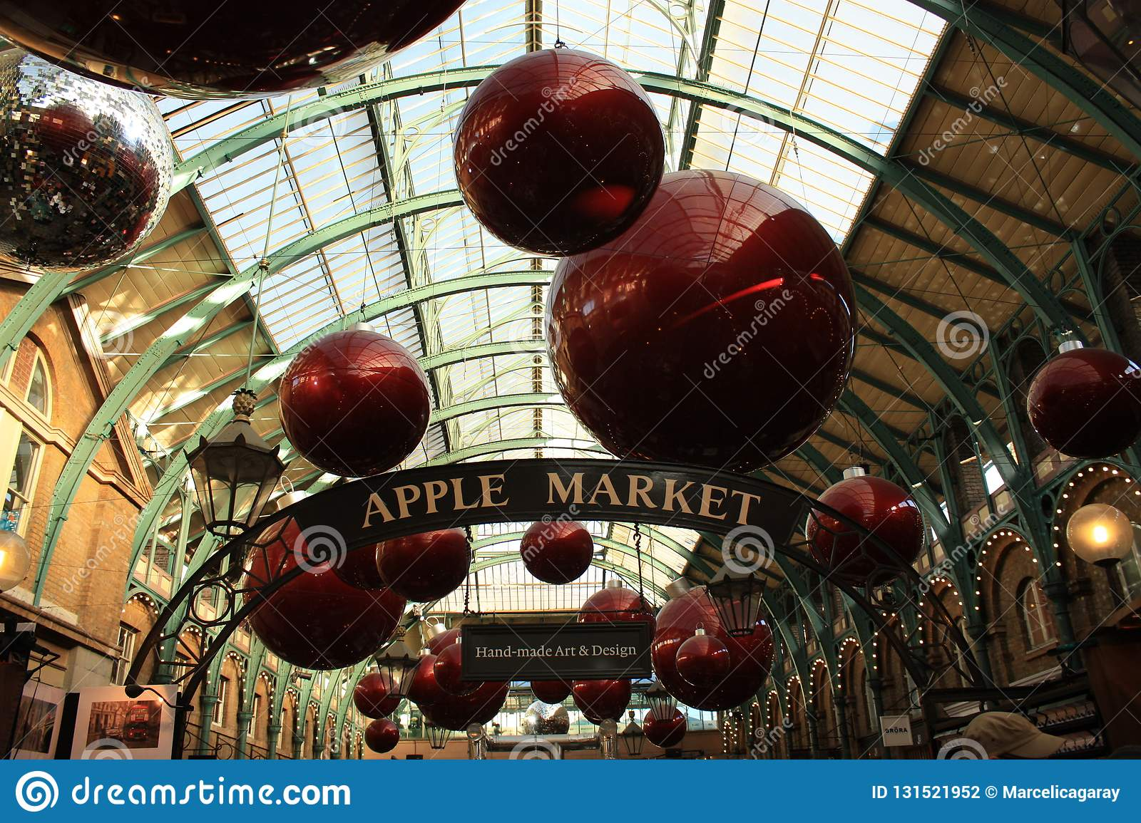 Mercado de Covent Garden no Natal em Londres