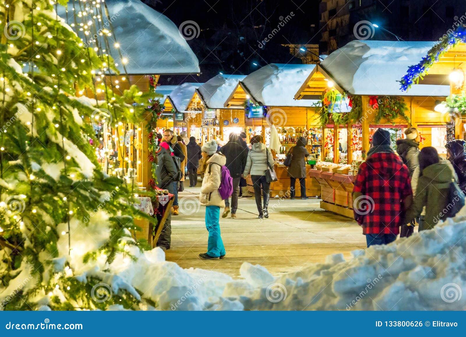 Mercado De La Navidad En Aosta Italia Foto Editorial Imagen De Ornamento Fondo 133800626