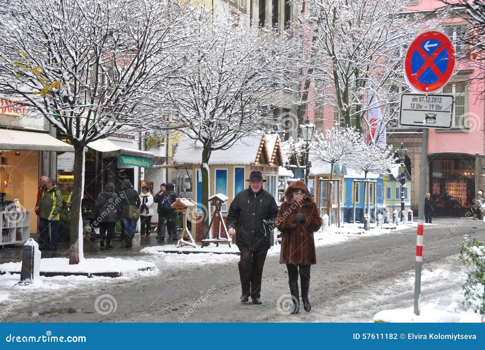 Mercado de la navidad en d sseldorf fotograf a editorial - Navidades en alemania ...