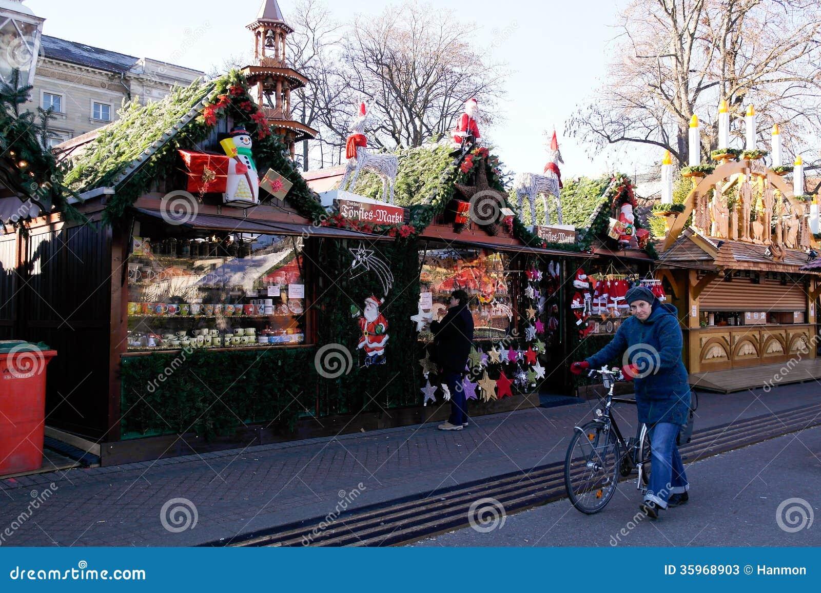 Mercado de la Navidad por la mañana en Karlsruhe