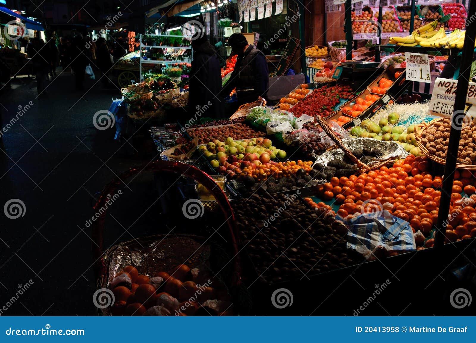 Mercado de la tarde de la ciudad