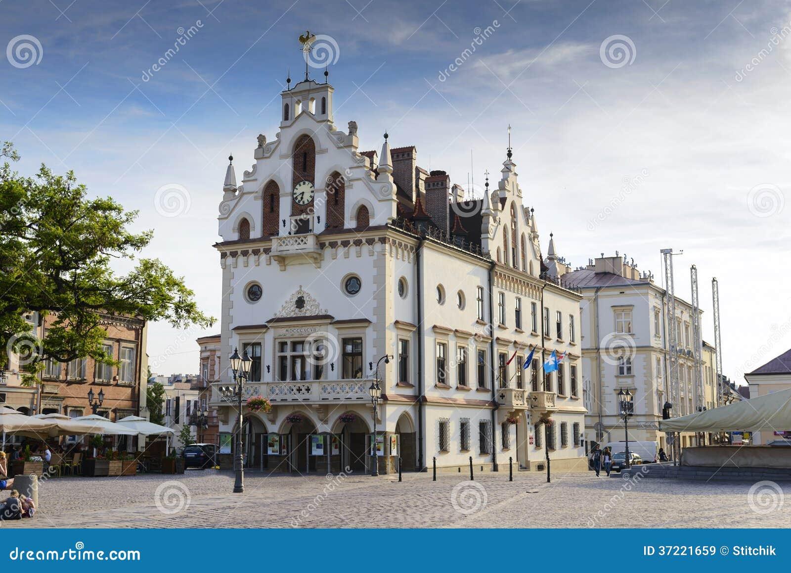 Mercado e câmara municipal em Rzeszow, Polônia