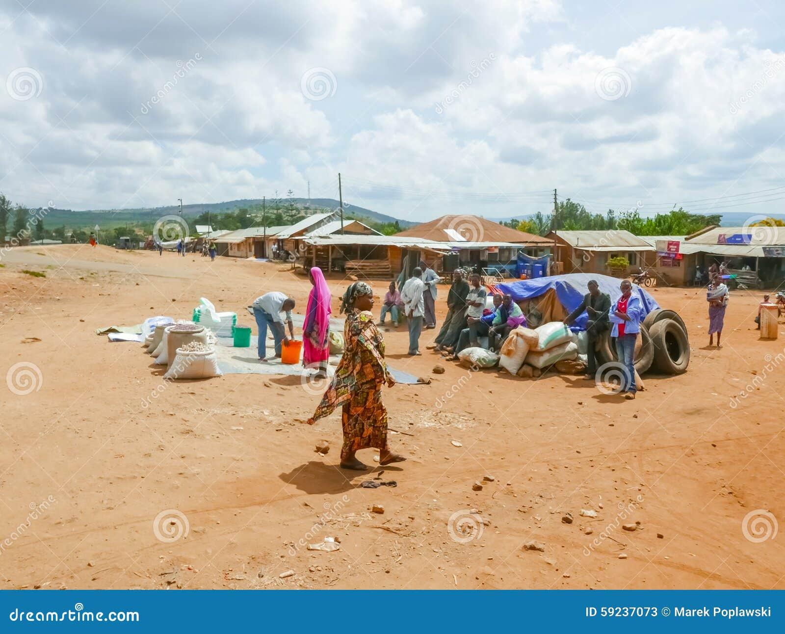 Download Mercado En El Pequeño Pueblo De Tanzania Foto de archivo editorial - Imagen de mujer, aldea: 59237073