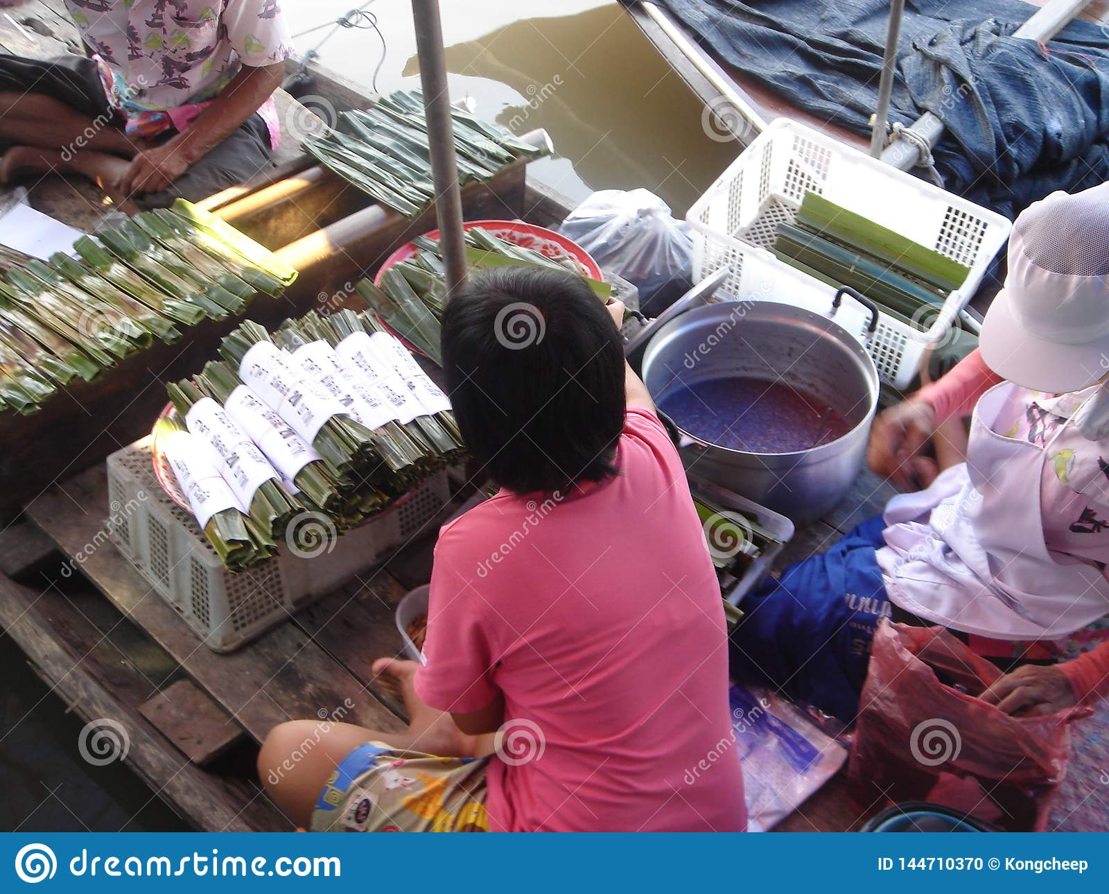 Mercado flotante en Tailandia