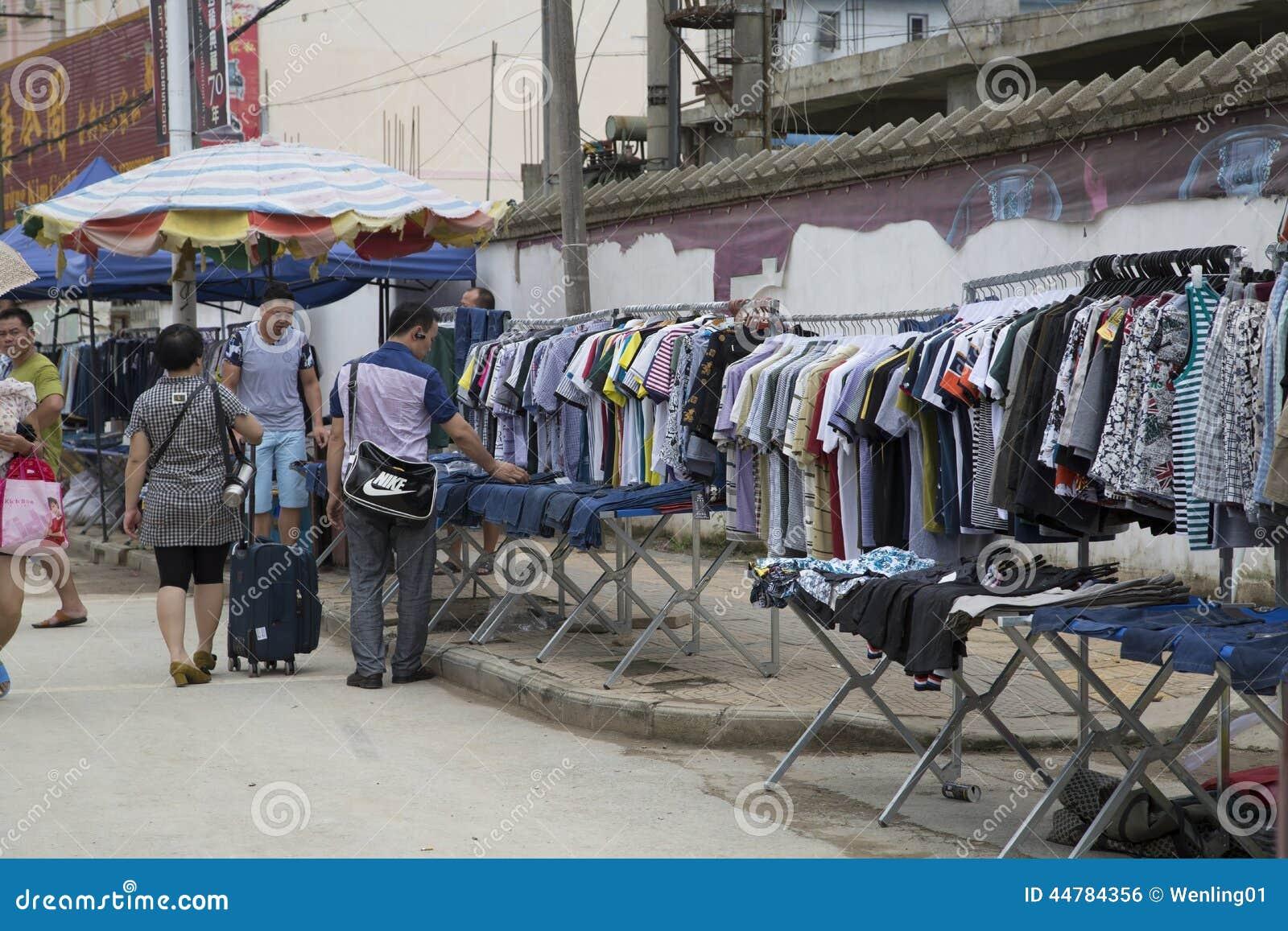 14e465ab73c Mercado Lateral De La Ropa De La Calle Foto editorial - Imagen de ...