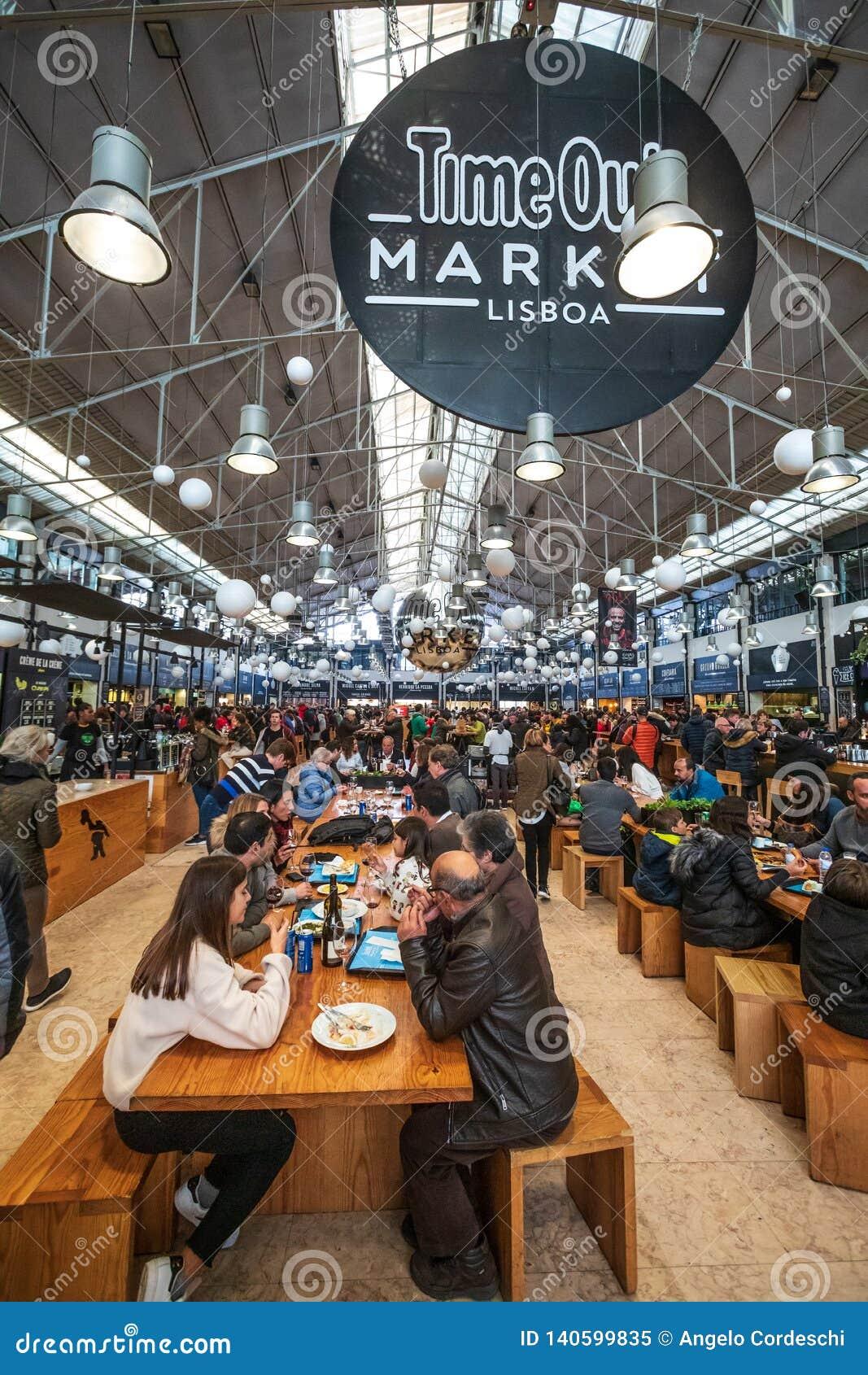 Mercado Lisboa do Time Out Multidão de comer dos povos