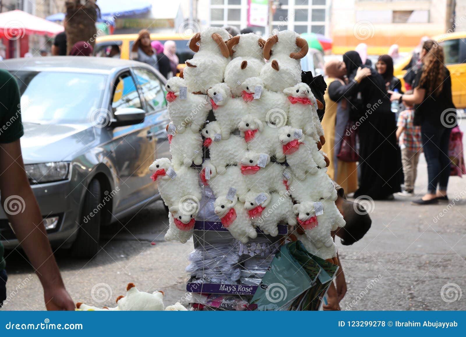 Mercado popular do ` dos carneiros do ` dos jogos das crianças