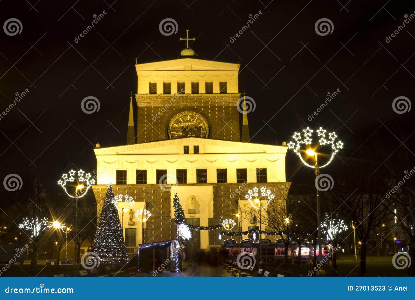 Mercados de la Navidad en rey George de PodÄbrady Sq.