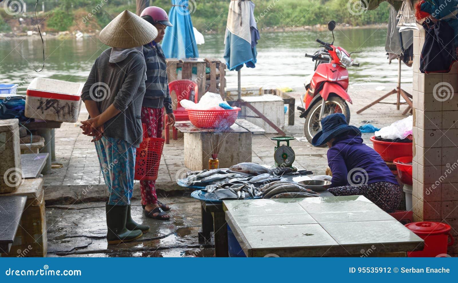 Mercato bagnato in Hoi An