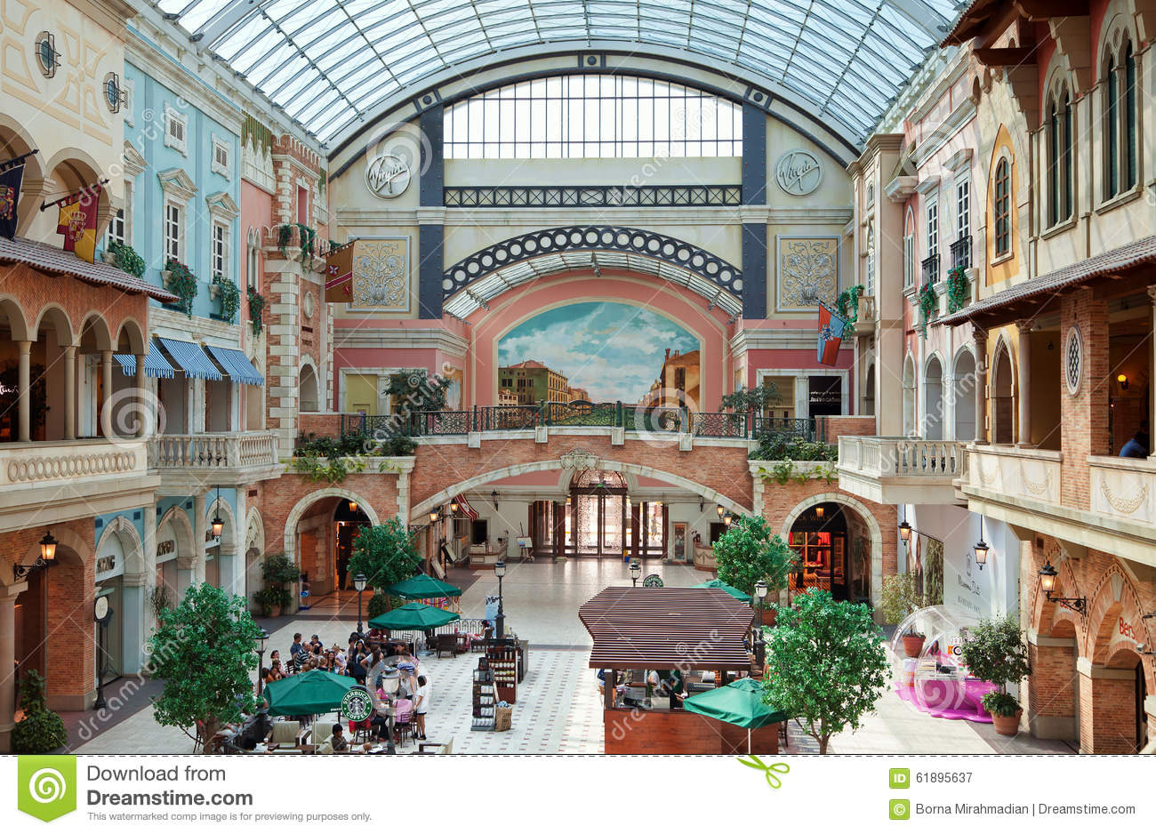 Mercato shopping mall of dubai with colorful mediterranean for Mediterranean style buildings