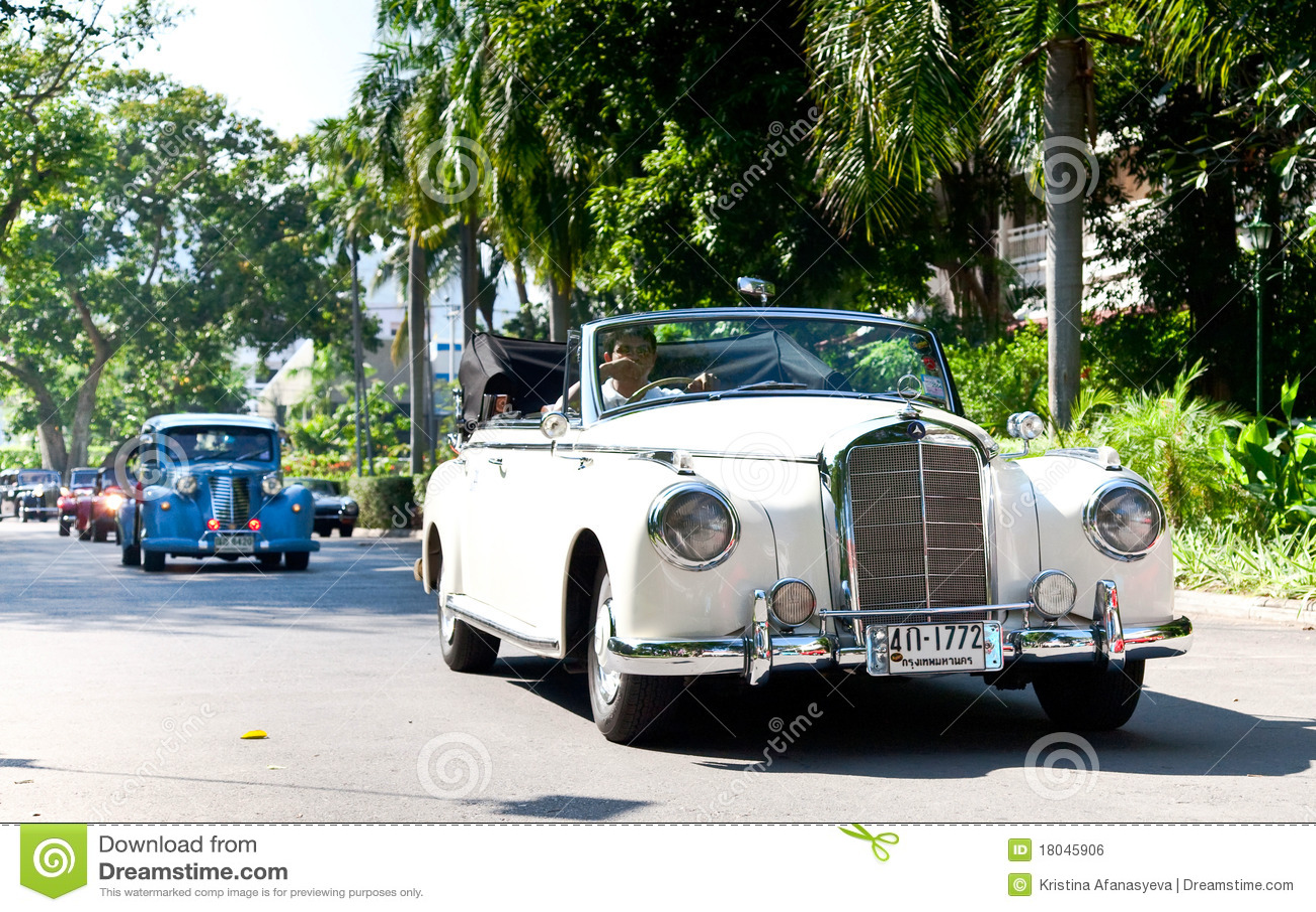 Mercedes 220S en desfile del coche de la vendimia