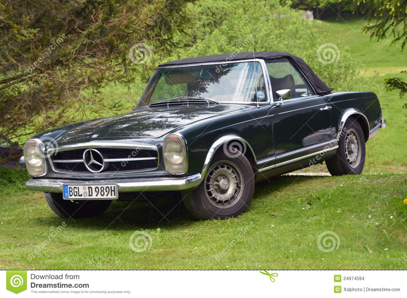 mercedes benz 280 sl cabrio editorial stock image image of convertible compaigner 24974594. Black Bedroom Furniture Sets. Home Design Ideas