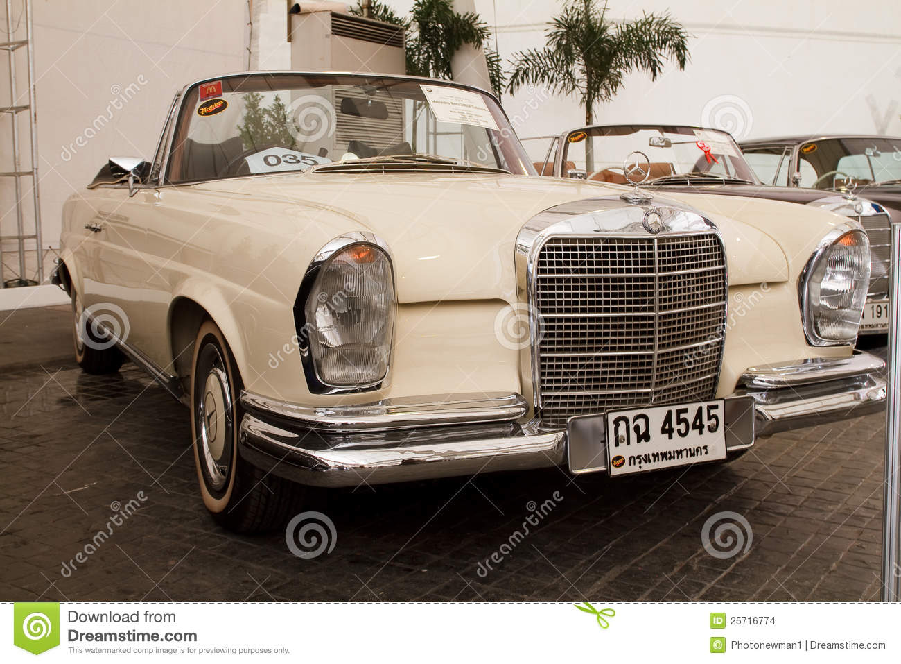Mercedes benz 280se convertible vintage cars editorial for Mercedes benz vintage cars