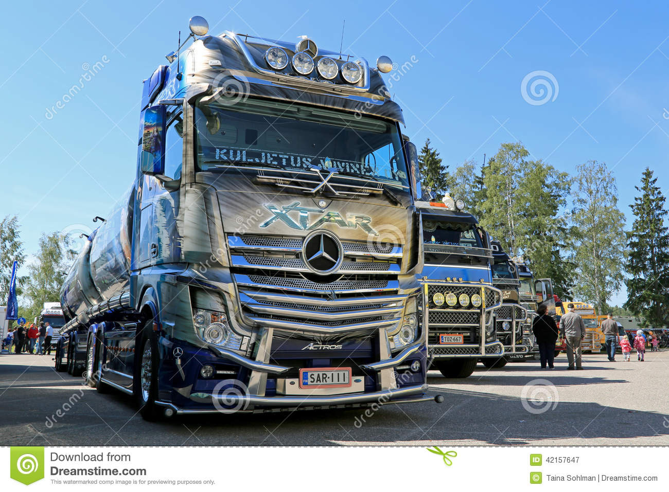 Mercedes benz actros xtar tanker truck in einer show for 2014 mercedes benz truck