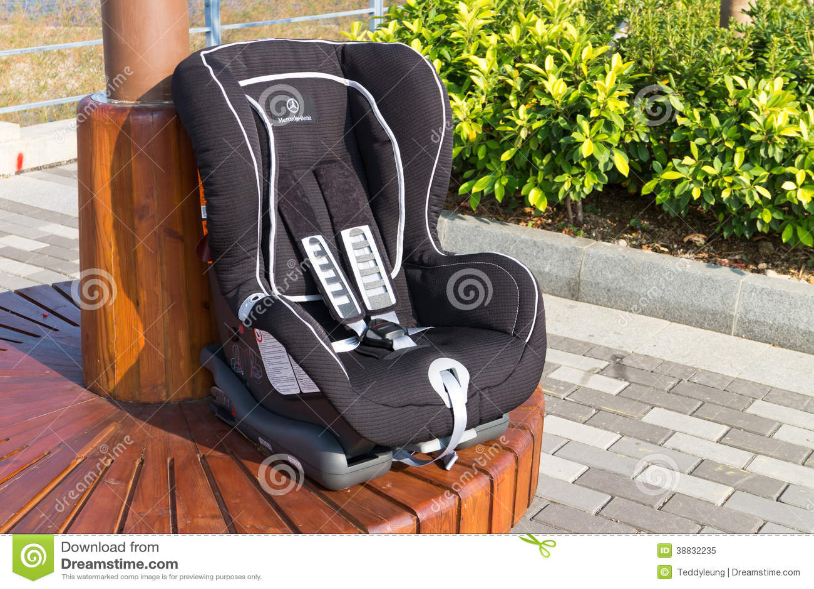 mercedes benz baby seat redaktionell foto bild av motor. Black Bedroom Furniture Sets. Home Design Ideas