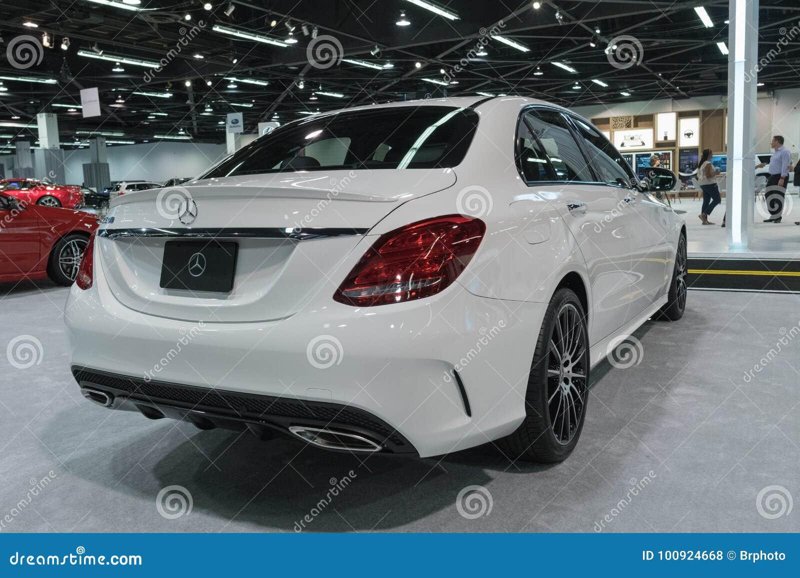 Mercedes-Benz E300 sur l affichage