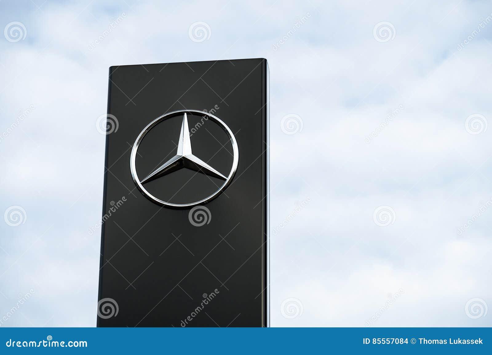 Mercedes Benz-Firmenzeichen