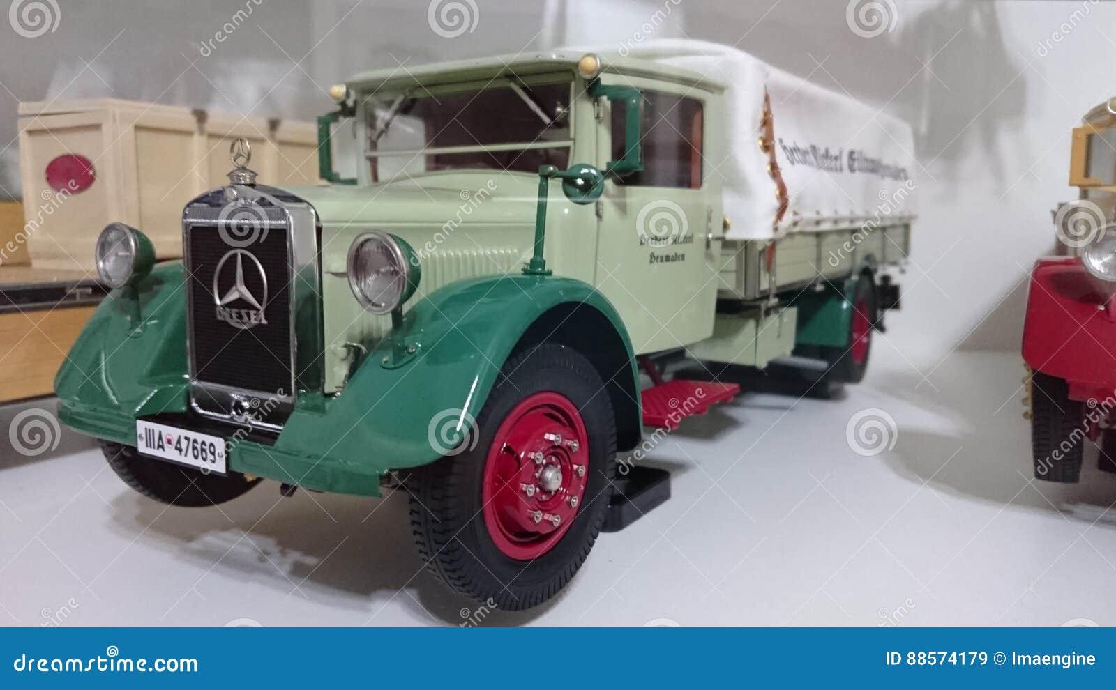 Mercedes Benz Lo2750 Transporter Scale Model Car Editorial Stock