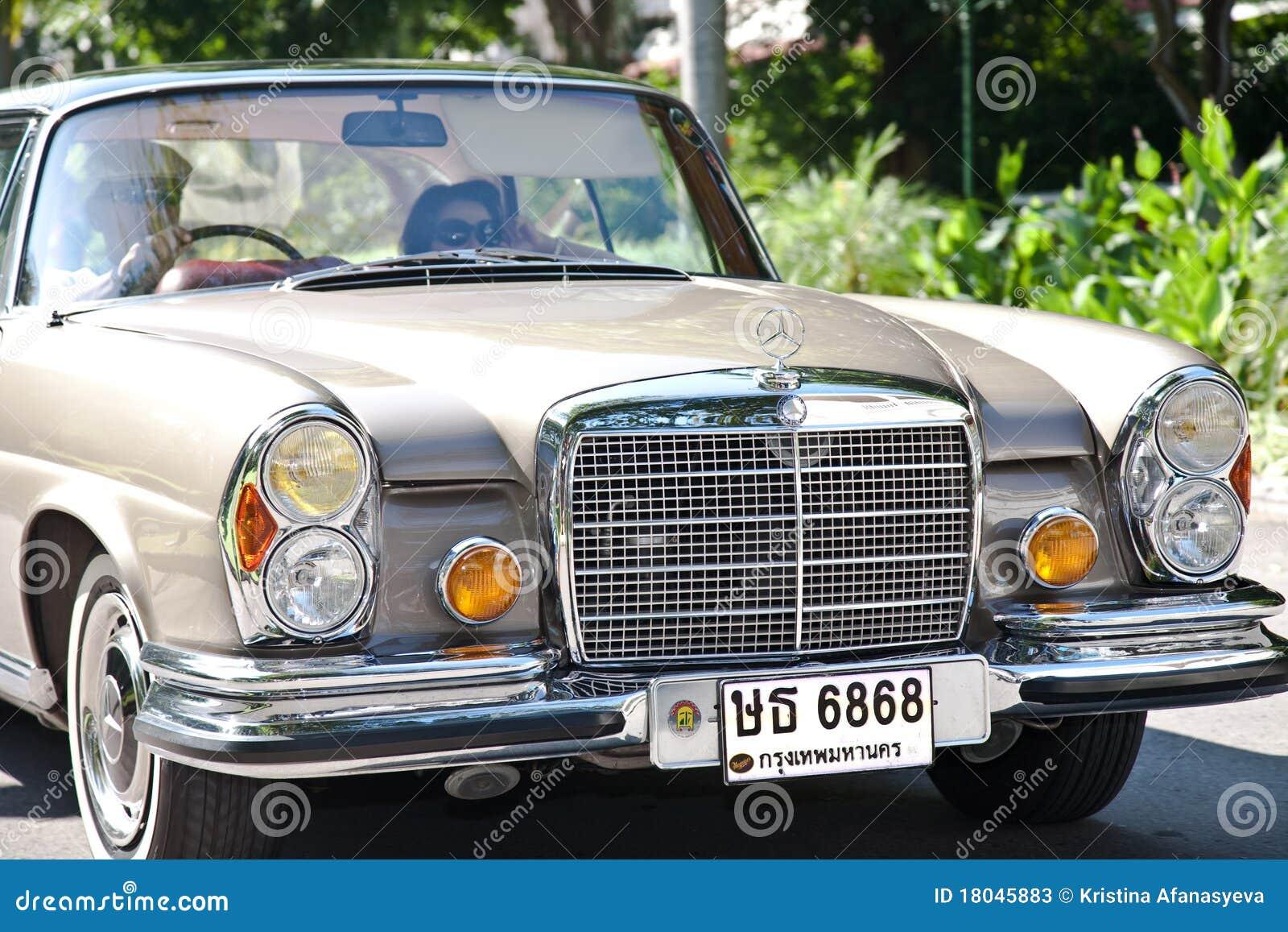 Mercedes benz se coupe on vintage car parade editorial for Mercedes benz retro