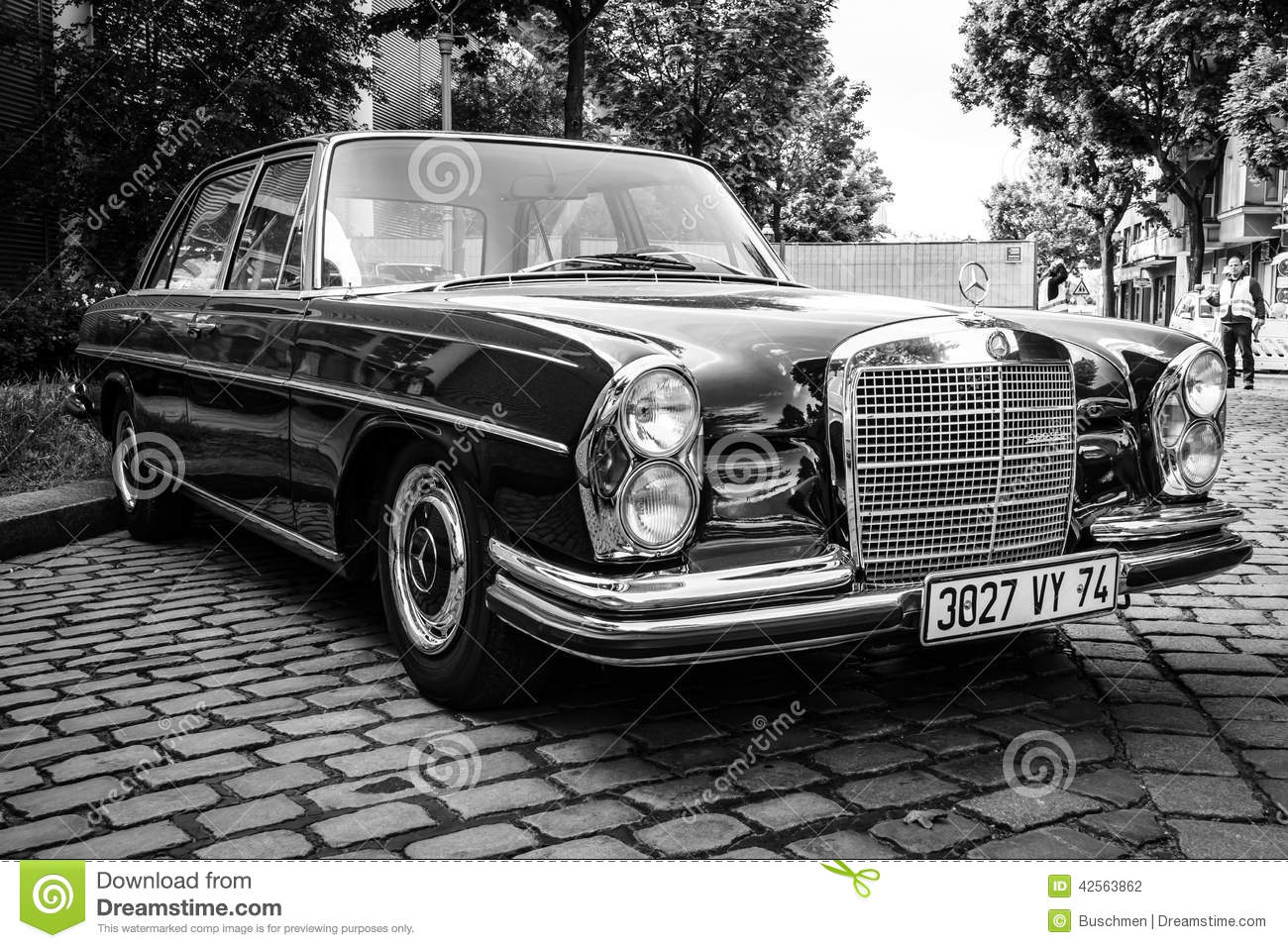 mercedes benz 300sel w108 w109 editorial photography image 42563862. Black Bedroom Furniture Sets. Home Design Ideas