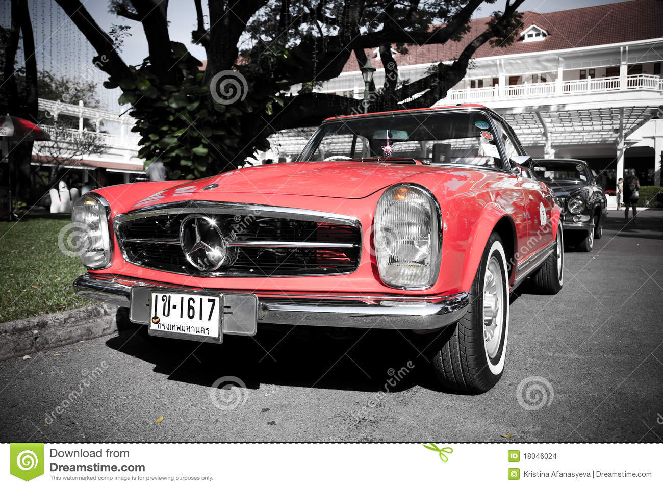 Mercedes benz sl pagode on vintage car parade editorial for Mercedes benz vintage cars
