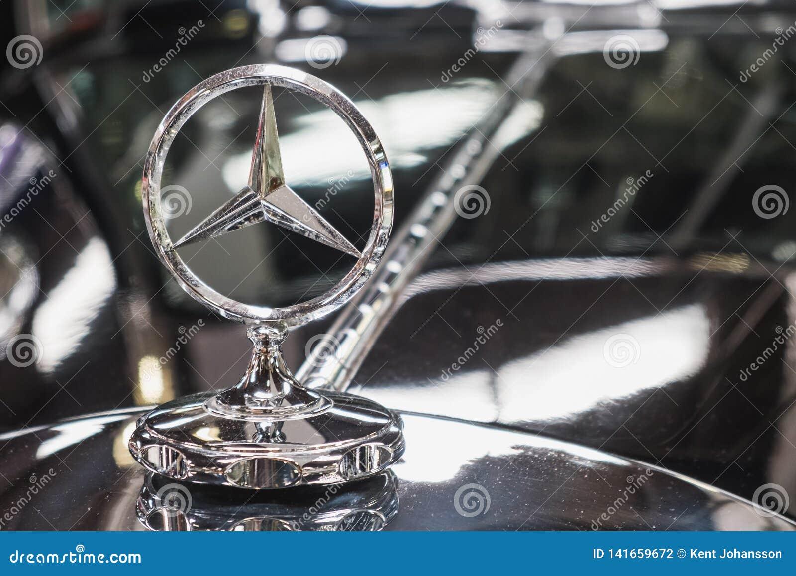 Mercedes Benz Star en el coche clásico