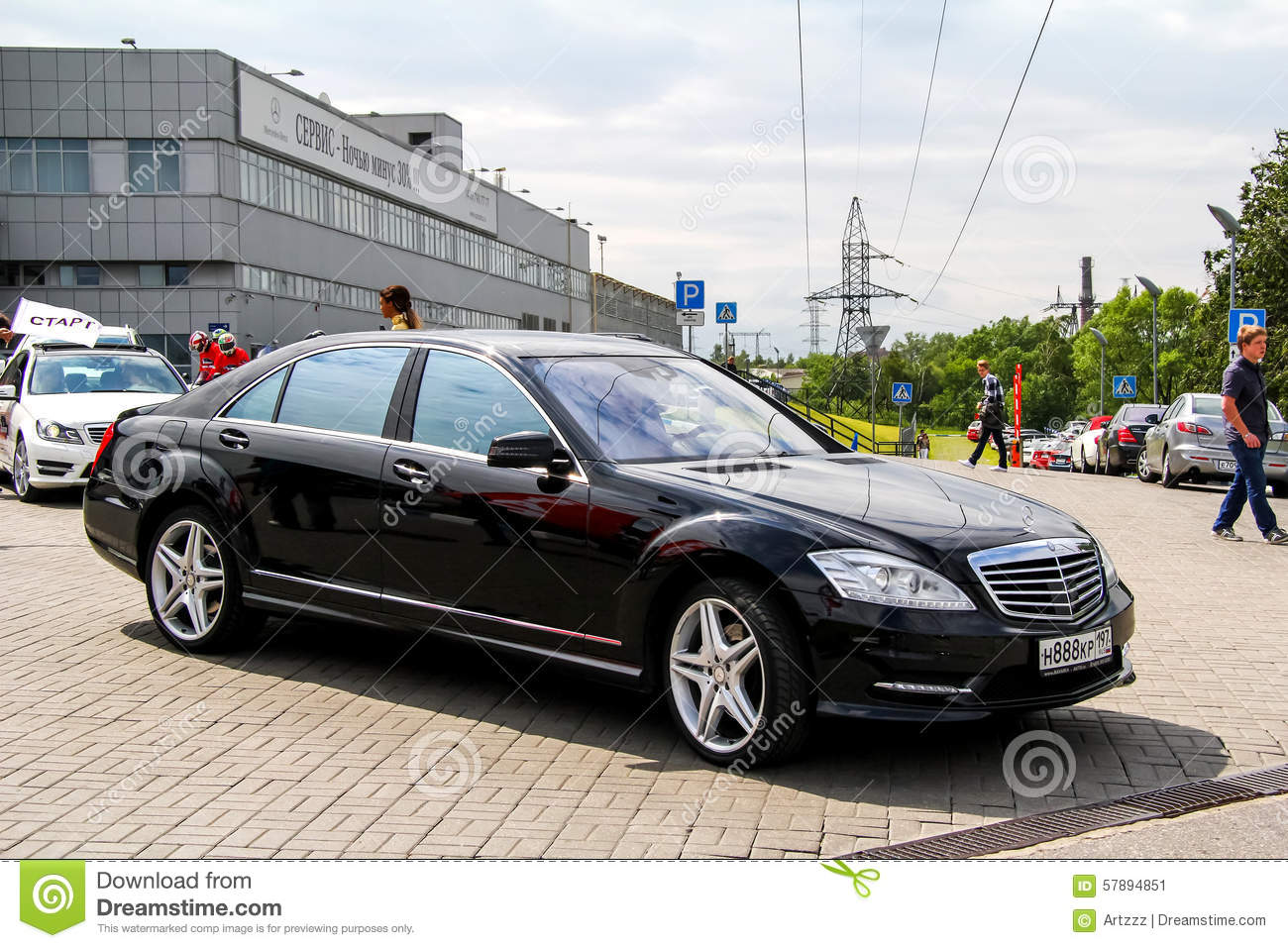 Mercedes benz w221 s class editorial photo image of city for Mercedes benz w221 price