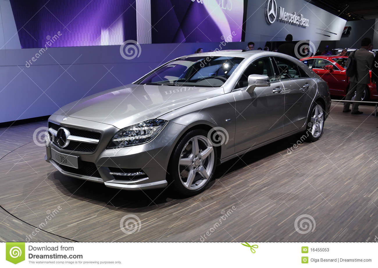 mercedes cls 350 au salon de l 39 automobile de paris photo stock ditorial image 16455053. Black Bedroom Furniture Sets. Home Design Ideas