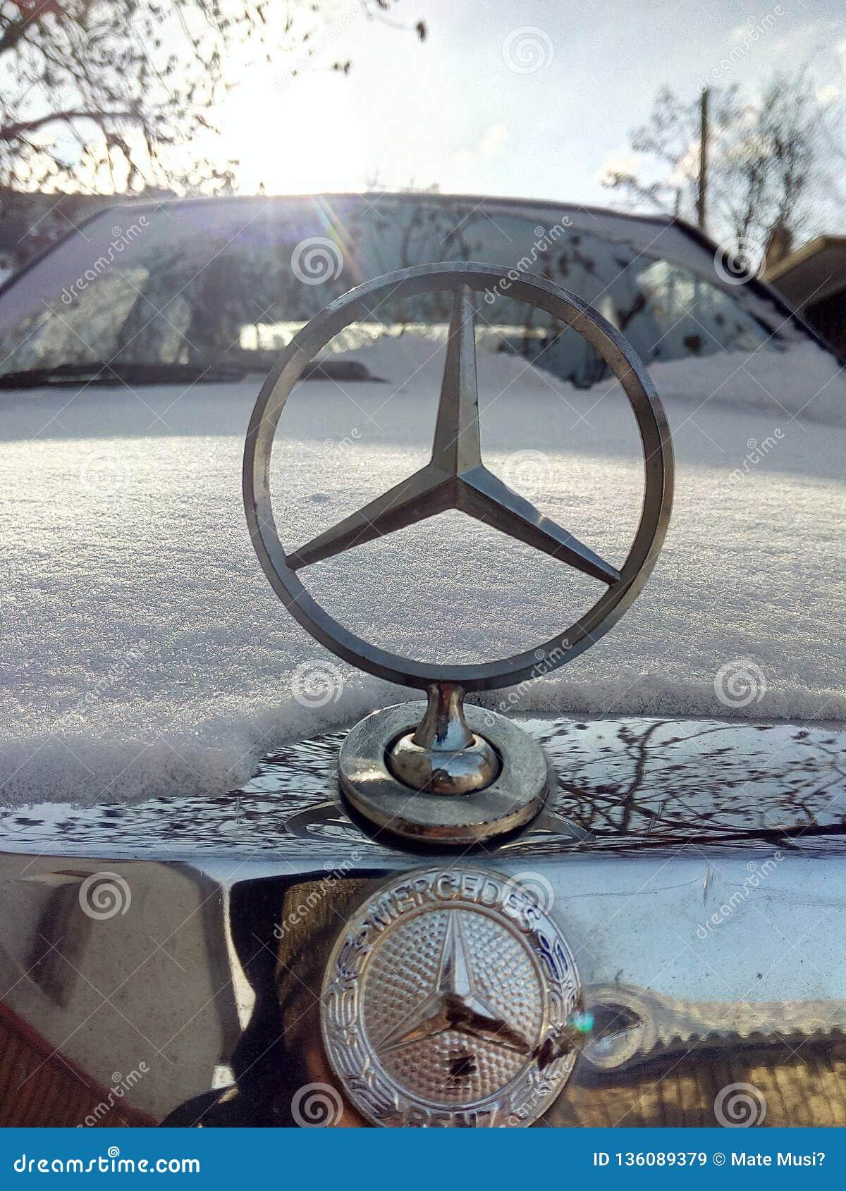 Mercedes 190d sotto neve