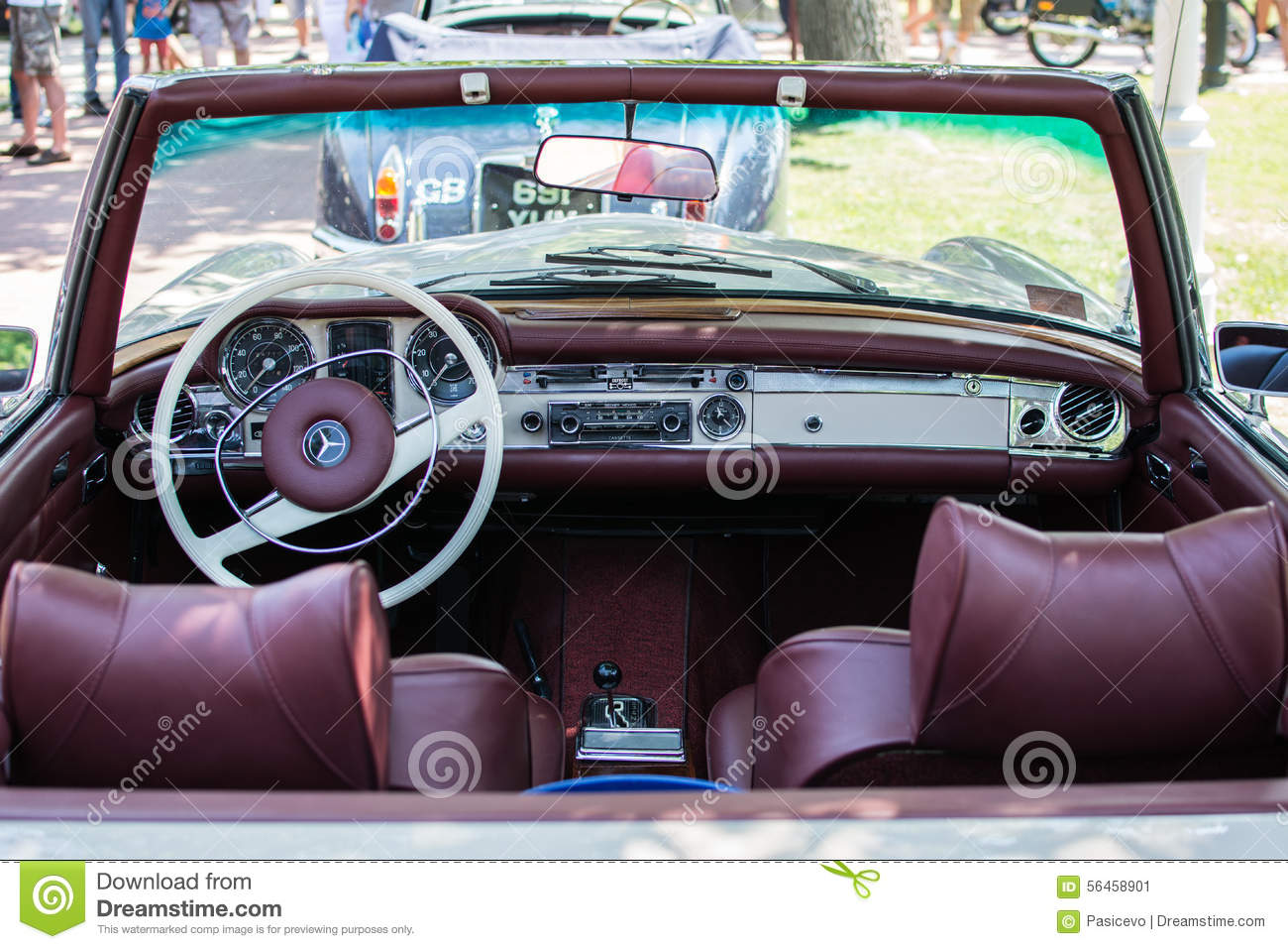 Mercedes sl280 from 1971 on annual oldtimer car show - Mercedes car show ...