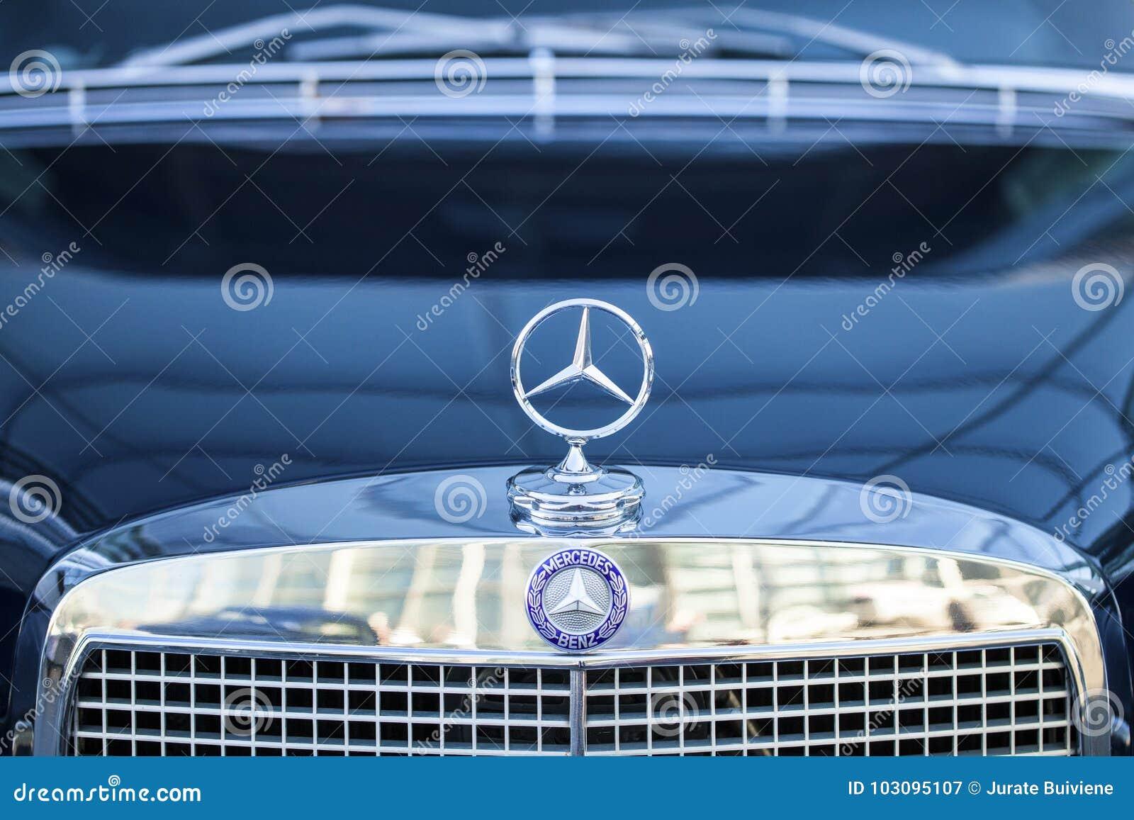 Mercedes Teken Redactionele Fotografie Afbeelding Bestaande Uit