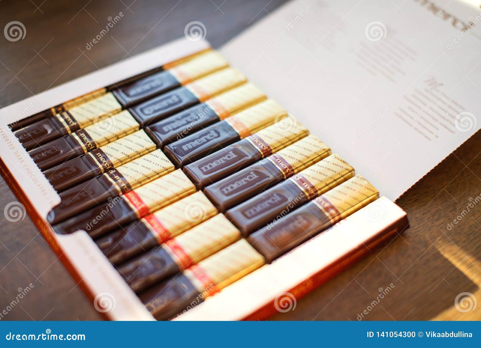 Merci czekolada - gatunek fabrykujący Niemiecką firmą Sierpniowy Storck czekoladowy cukierek, sprzedający w więcej niż 70 krajach
