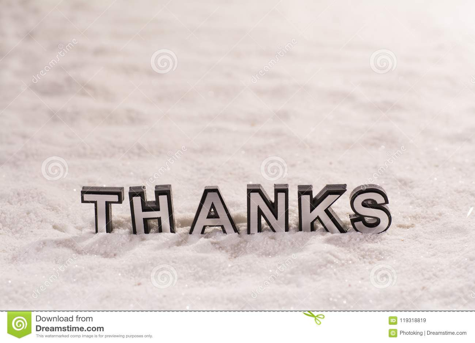 Merci expriment sur le sable blanc
